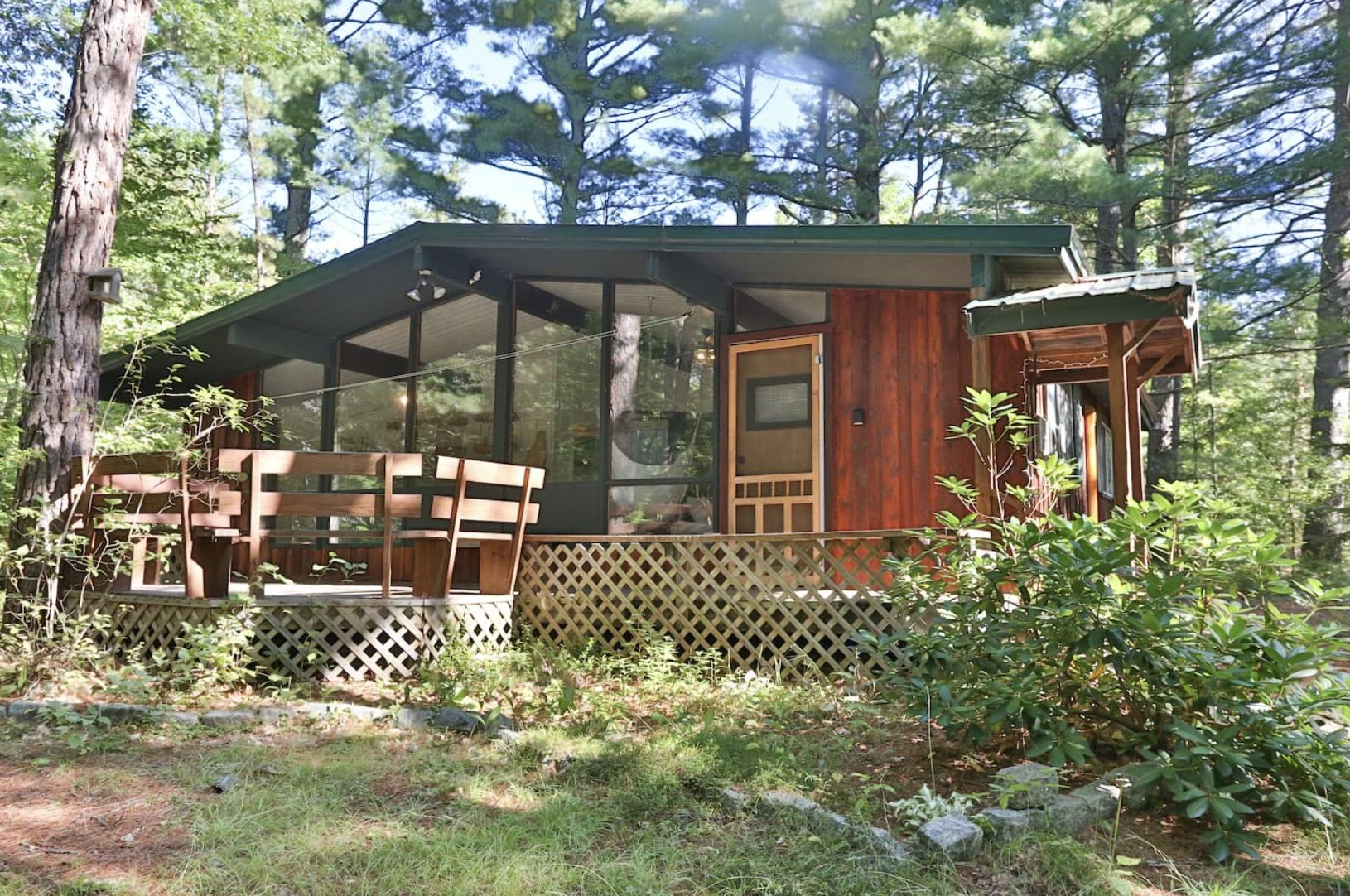 mountain chic New Hampshire family getaway from blog post by Nicole Eva 8 airbnb locations I would visit right now