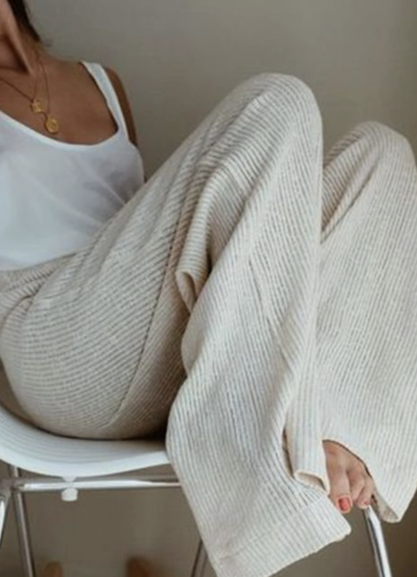 girls modeling sweat pants for post by Nicole Eva ideal late 20s look book